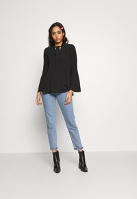 River Island - AVA PLISSE PUSSYBOW TOP - Blouse - black - 1