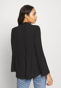 River Island - AVA PLISSE PUSSYBOW TOP - Blouse - black - 2