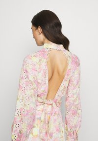 River Island - OPEN BACK PRINTED BLOUSE - Bluser - multi-coloured - 2