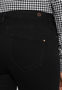 River Island - MOLLY  - Jeans slim fit - black - 5