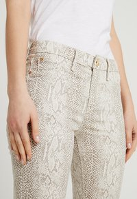 River Island - Jeans Skinny Fit - beige/white - 4