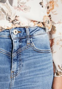 River Island - HAILEY  - Jeans Skinny Fit - mid wash - 4