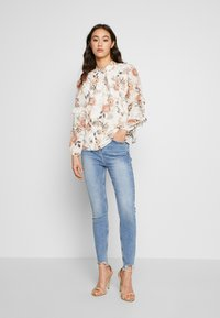 River Island - HAILEY  - Jeans Skinny Fit - mid wash - 1