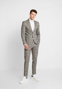 River Island - Pantalon de costume - grey - 1