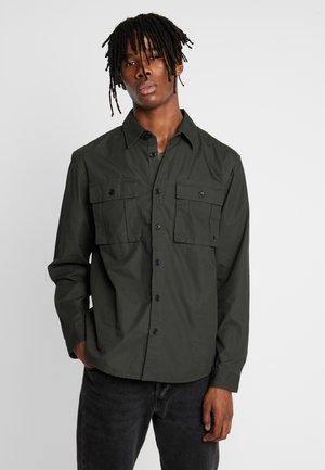 PAPER TOUCH SLIM - Skjorter - khaki
