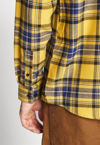 River Island - CHECK - Shirt - bright yellow - 3