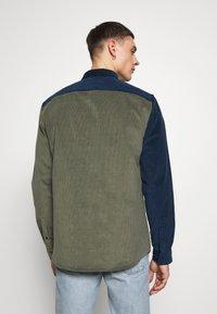 River Island - BLOCK - Shirt - khaki/navy - 2