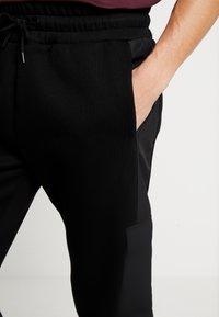 River Island - Teplákové kalhoty - black - 3