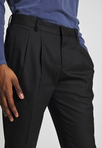 River Island - TARZAN DOUBLE PLEAT TROUSER - Pantaloni - black