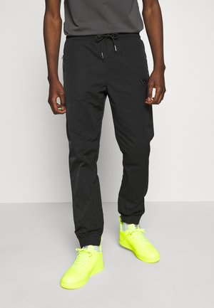 DYER TRACKPANT - Verryttelyhousut - black