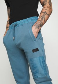 River Island - Tracksuit bottoms - slate blue/grey - 4
