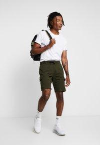 River Island - Teplákové kalhoty - khaki - 1