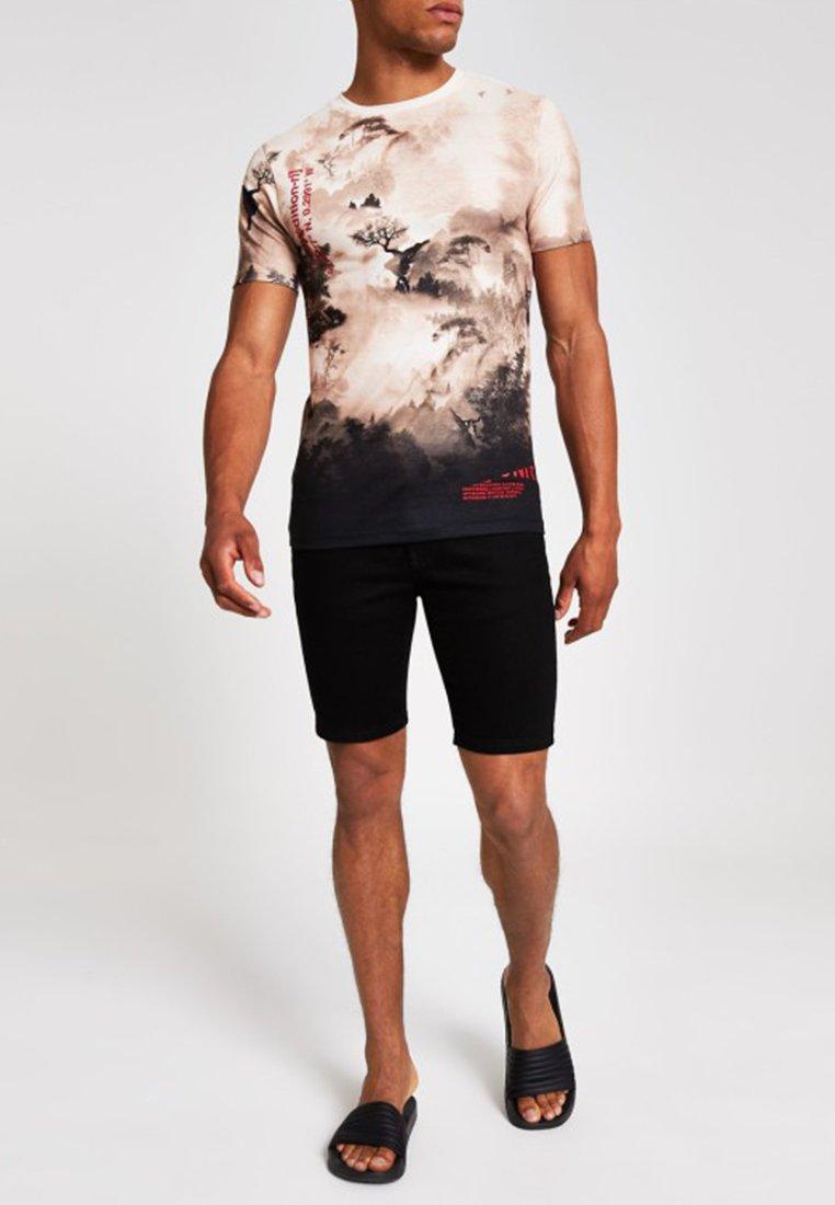 River Island - T-shirt med print - stone