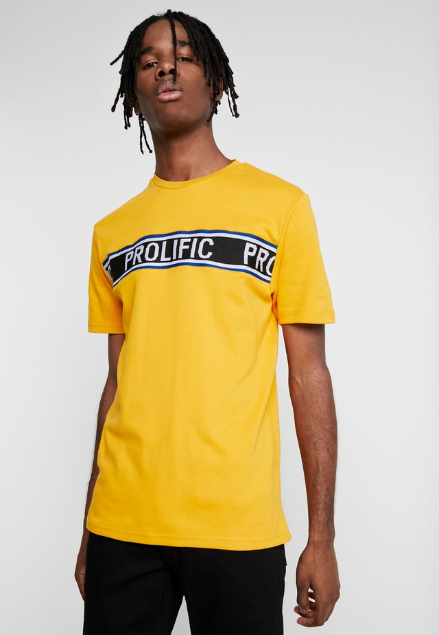T-shirt med print - yellow dark