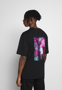 River Island - BLACK BOXY TEE - T-shirt con stampa - black - 2