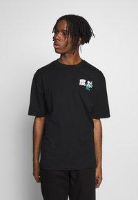 River Island - BLACK BOXY TEE - T-shirt con stampa - black - 0