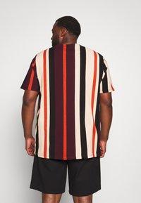 River Island - STRIPE TEE - Print T-shirt - burg/berry - 2