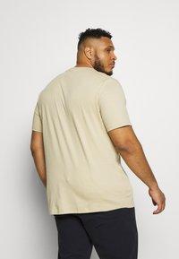 River Island - T-shirt print - brown light - 2