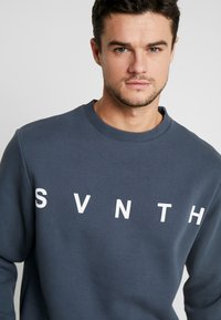 River Island - WASHED PRINTED CREW  - Sweater - blue - 3
