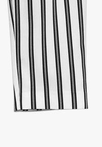 River Island - Spodnie materiałowe - white/black - 2