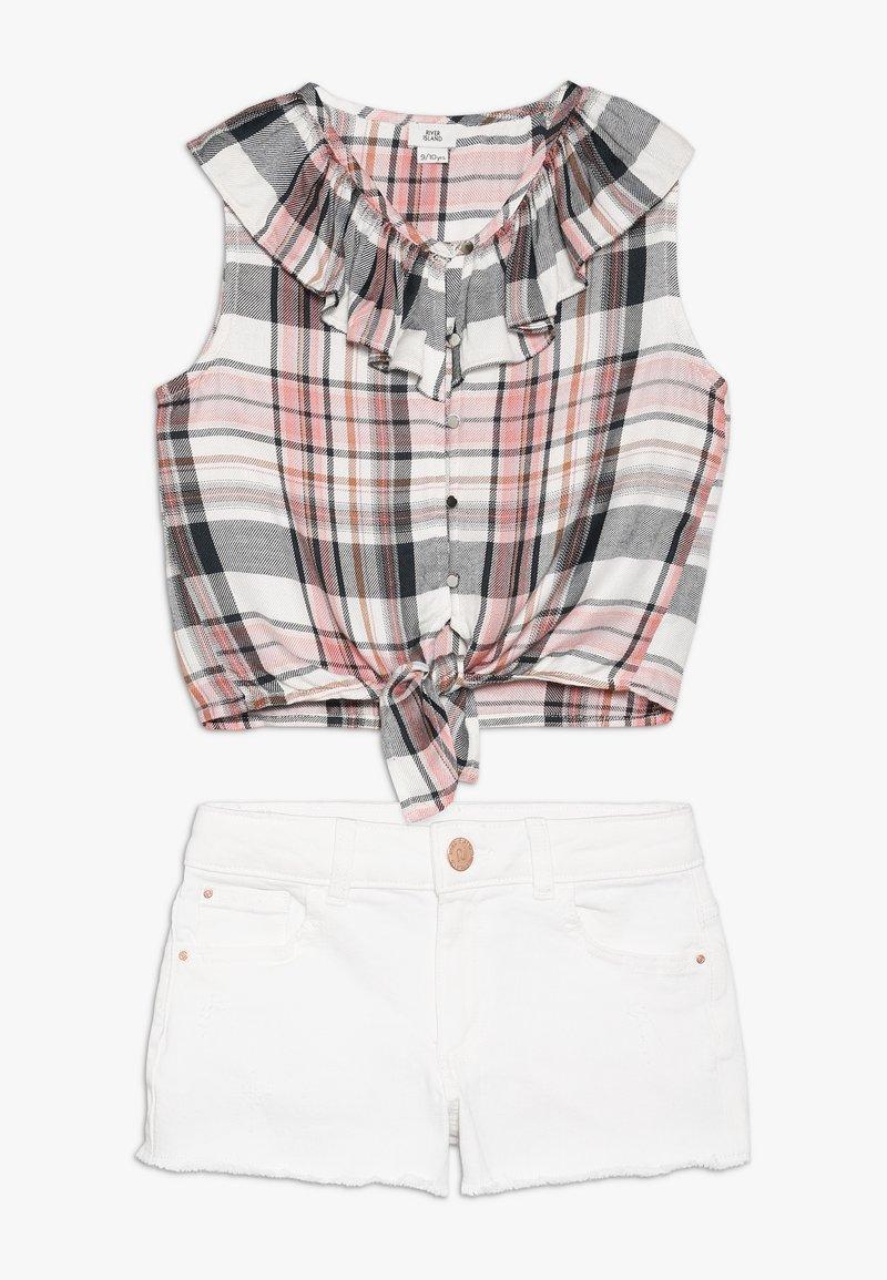 River Island - SET - Jeansshorts - white/pink