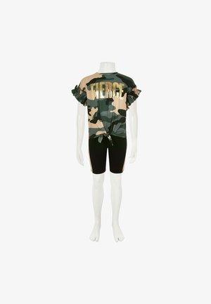 FIERCE - Shorts - brown/green/black