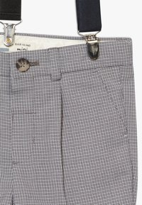 River Island - GREY CHECK SUIT - Kraťasy - grey - 5