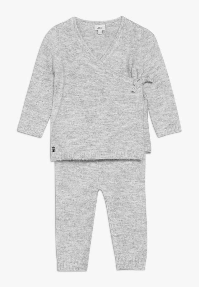 SET - Stickad tröja - grey