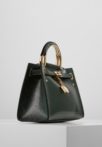 River Island - MEDIUM TOTE - Håndtasker - green - 3