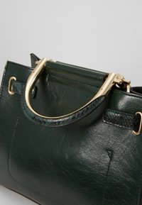 River Island - MEDIUM TOTE - Håndtasker - green - 6
