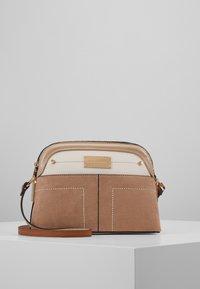 River Island - Across body bag - beige - 0