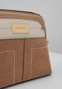 River Island - Across body bag - beige - 6