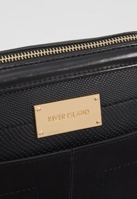 River Island - Across body bag - black - 6