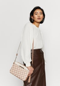 River Island - Across body bag - beige - 1