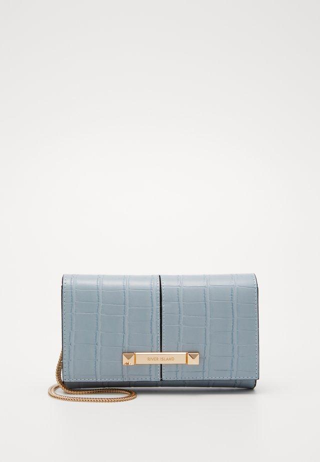 Clutch - light blue