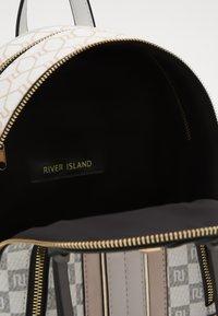 River Island - Ryggsäck - light grey - 4