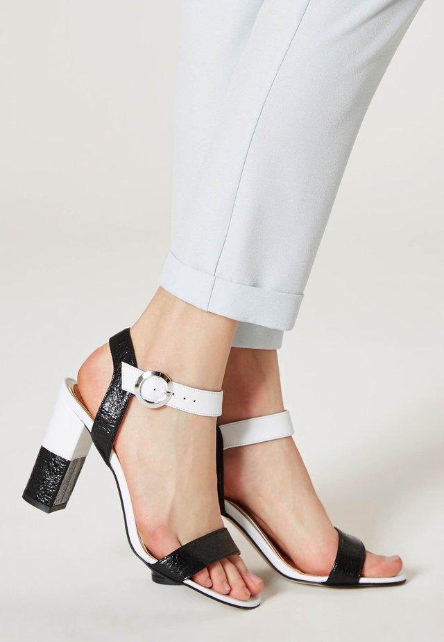 Sandały - off-white