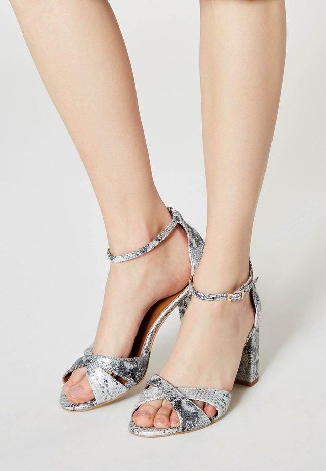 Sandals - schlange