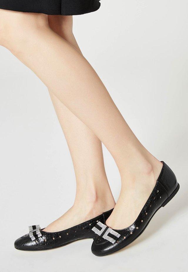 Ballet pumps - schwarz lack
