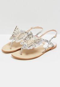 RISA - ZEHENTRENNER - Sandály s odděleným palcem - white - 3