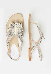 RISA - ZEHENTRENNER - Sandály s odděleným palcem - white - 2