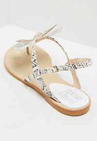 RISA - ZEHENTRENNER - Sandály s odděleným palcem - white - 4