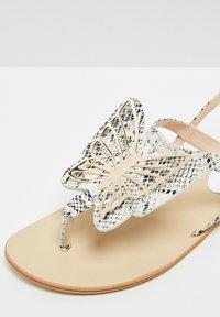 RISA - ZEHENTRENNER - Sandály s odděleným palcem - white - 6