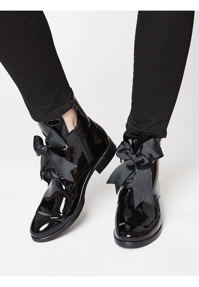 ELEGANTER LACK - Classic ankle boots - schwarz
