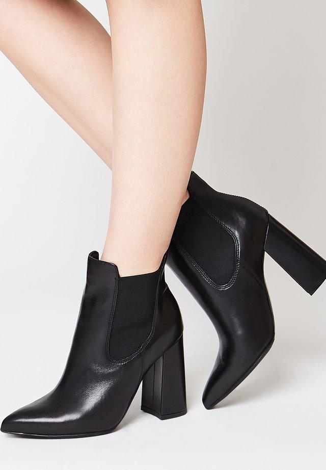STYLISCHE - Classic ankle boots - schwarz
