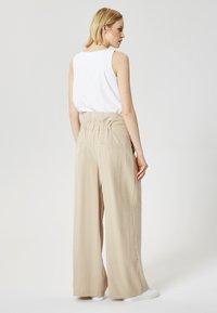 RISA - Pantalon classique - beige - 2
