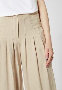 RISA - Pantalon classique - beige - 3