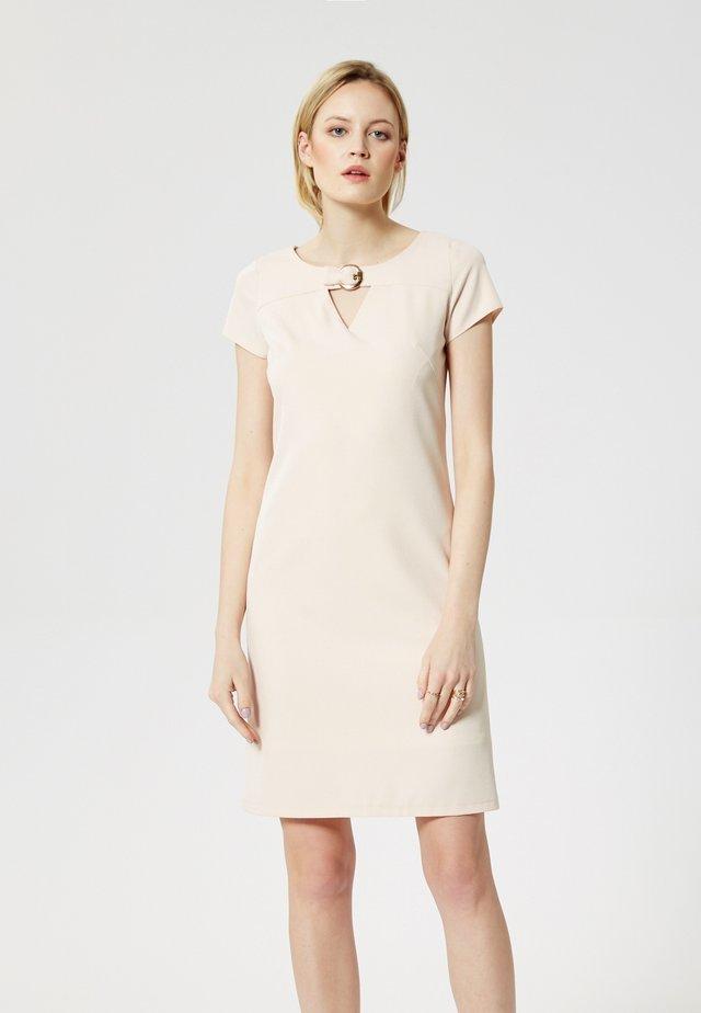 RISA - Fodralklänning - beige