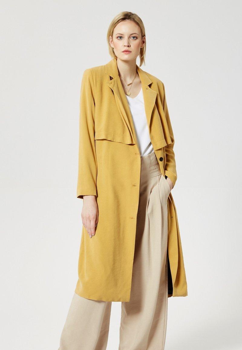 RISA - Trenchcoat - brown