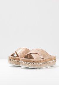 River Island Wide Fit - Pantofle na podpatku - rose gold - 4